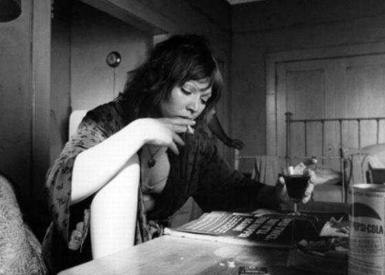 """Susan Tyrrell em cena de """"Cidade das Ilusões"""" (1972)"""