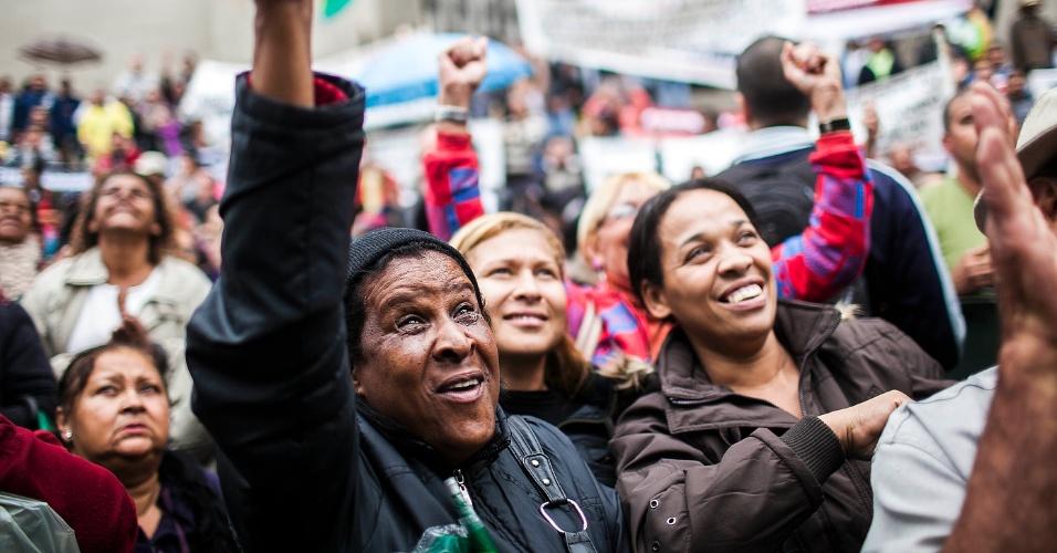 20.jun.2012 - Camelôs fazem protesto em São Paulo contra a revogação de um decreto municipal de 1997, que autorizava o trabalho de ambulantes nas ruas da capital paulista