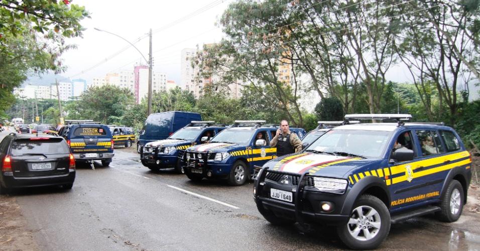 20.jun.2012 - Carros da Policia Rodoviaria Federal fazem a segurança dos líderes mundiais que foram ao Rio+20, Conferência da ONU sobre Desenvolvimento Sustentável