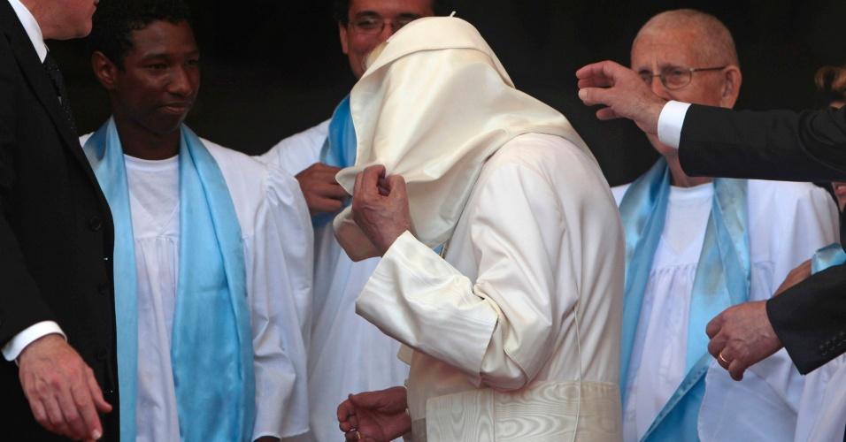 20.jun.2012 - Papa Bento 16 visita a cidade de Santiago de Cuba, em Cuba, em 27 de maio de 2012