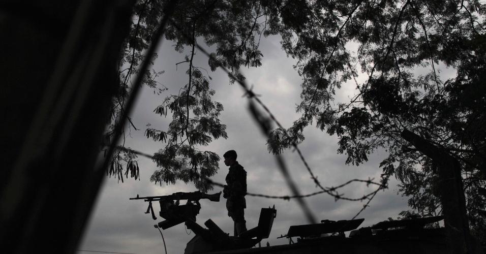 20.jun.2012 - Soldado patrulha entrada da Rio+20, Conferência da ONU sobre Desenvolvimento Sustentável