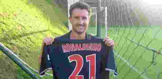 7250754eb1 Ronaldinho recebe visita de francês