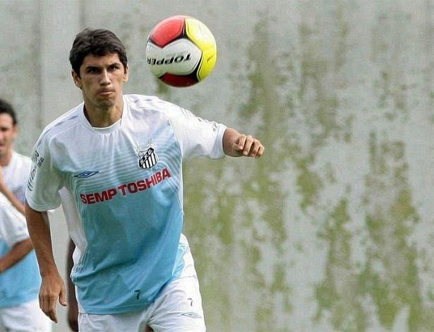 Meia Lúcio Flávio participa de treino do Santos no CT Rei Pelé, em 2008