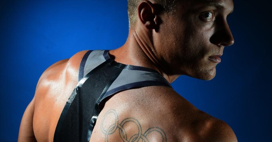 O decatleta norte-americano Trey Hardee desenhou os aros olímpicos nas costas, os deixando  bem visíveis