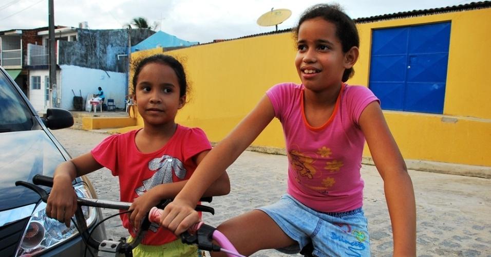 Taiane Isadora da Silva, 10, deveria cursar a quinta série do ensino básico, mas ainda não teve aula em 2012