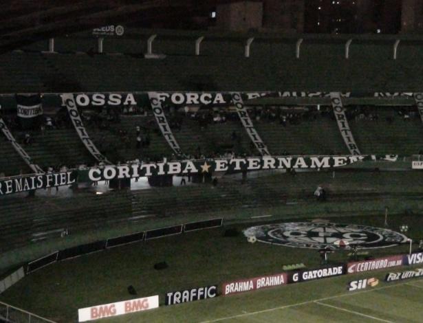 Públicos pequenos fizeram Coritiba fechar áreas do Couto Pereira para o jogo contra o Avaí - Renan Prates/UOL