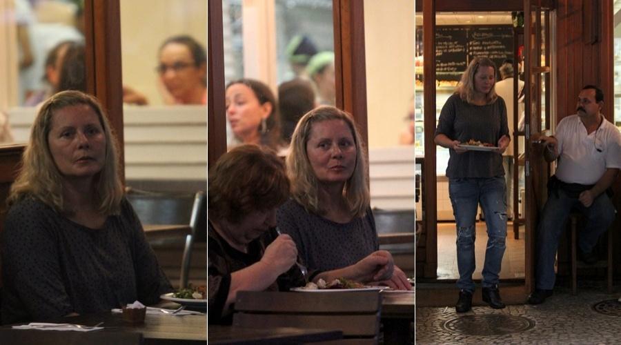 Vera Fischer almoçou em um restaurante da zona sul do Rio (20/6/12)