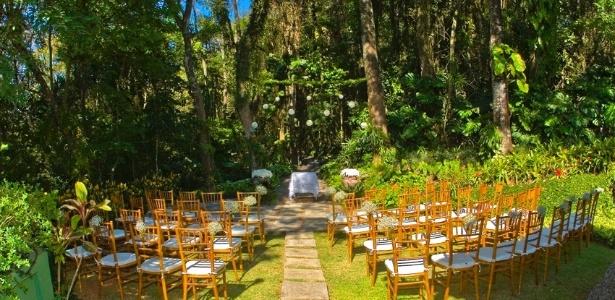 Casamento diurno realizado em Atibaia, no interior de São Paulo. Opção ajuda a economizar energia - Divulgação/Katia Fanticelli e Santo Casamenteiro