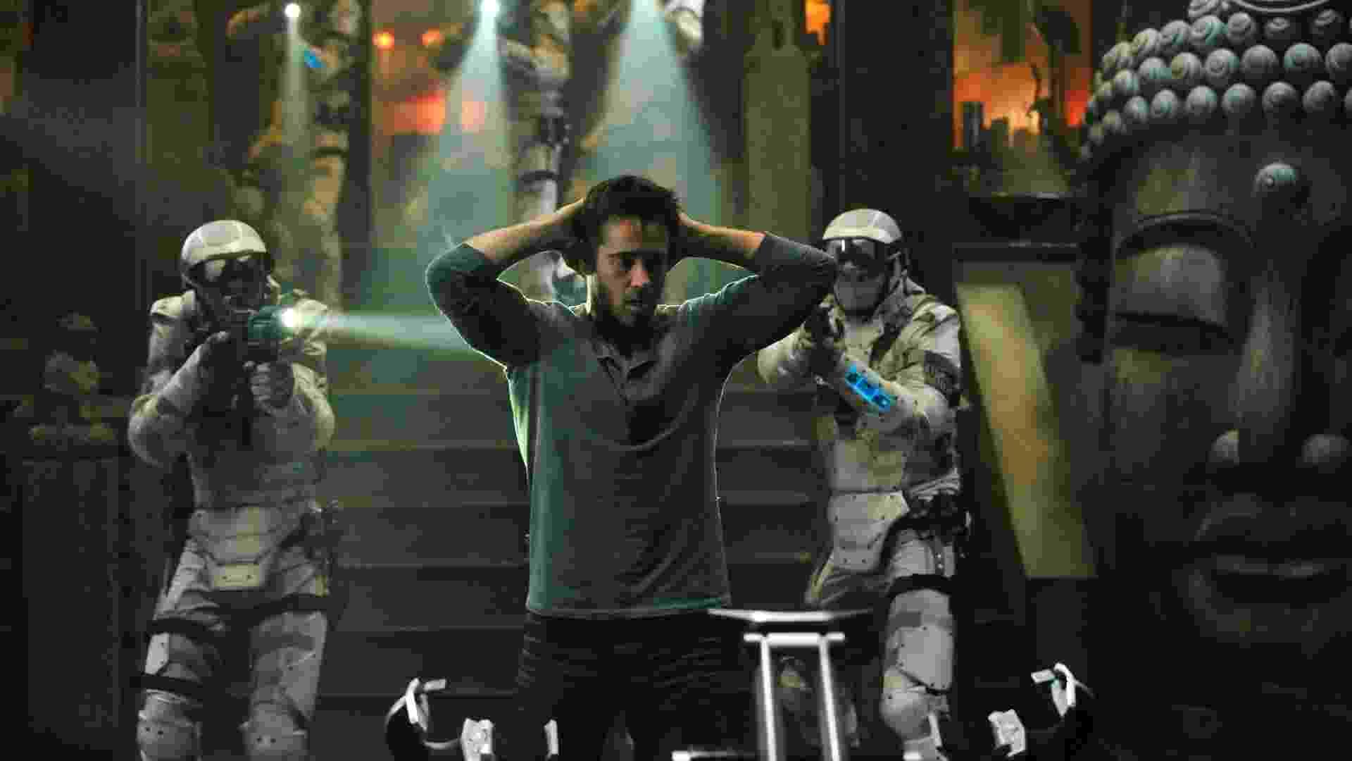 """Colin Farrell em cena do filme """"O Vingador do Futuro"""" (2012) - Divulgação"""