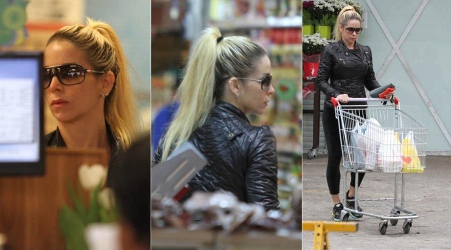 Danielle Winits vai ao supermercado no Rio (21/6/2012)