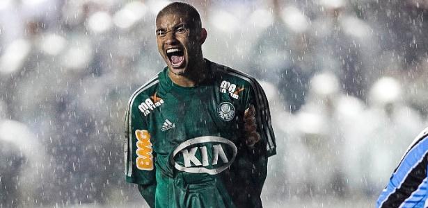Mauricio Ramos, do Palmeiras, vibra após Artur conseguir impedir gol de Kleber