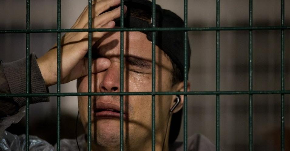 Torcedor corintiano chora após a classificação da equipe para a decisão da Libertadores