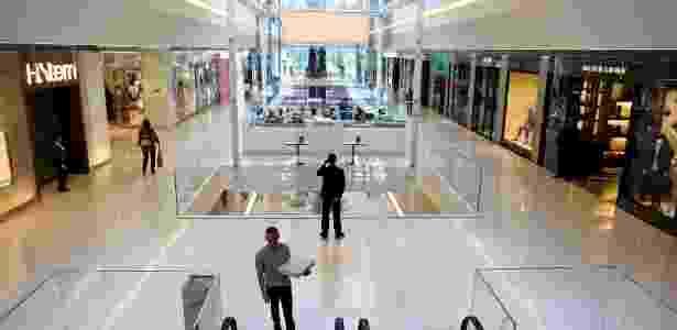 Área interna do Shopping JK Iguatemi, novo reduto do luxo no bairro do Itaim Bibi, em São Paulo (22/06/2012) - Leandro Moraes/UOL