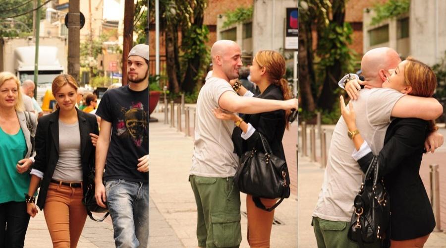 Acompanhada da mãe e do irmão, Sophie Charlotte circulou pelo bairro da Gávea, zona sul do Rio (22/6/12)