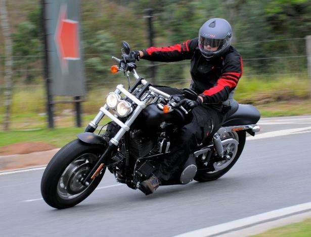 Fat Bob é o modelo Dark Custom da HD, com motor V2 e dupla saída de escapamento cromada - Doni Castilho/Infomoto