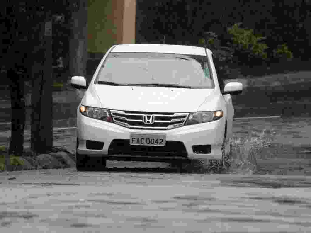 Honda City LX A/T é versão intermediária do sedã compacto na linha 2013 - Murilo Góes/UOL