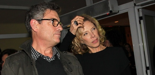 Marília Gabriela e seu novo namorado, Riccardo de Angelis, vão juntos ao show de Marisa Monte em SP (21/6/12)