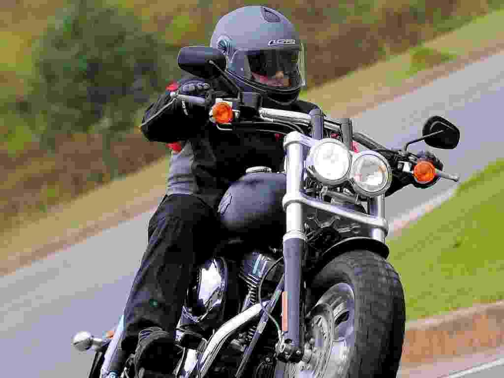 Nova Harley-Davidson Fat Bob 2012 não é uma exímia fazedora de curvas, mas as contorna com estilo e segurança - Doni Castilho/Infomoto