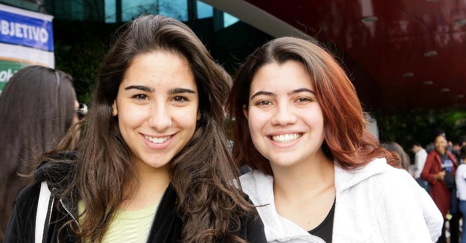23.jun.2012 - Da esq. para a dir.: Gabriella Sertorio, 17, e Isabella Sgai, 17, também são treineiras