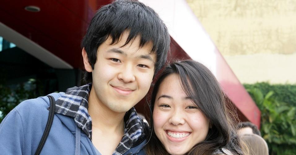23.jun.2012 - Os irmãos Lucas e Stefani Sagawa foram fazer a prova. Ele, como treineiro; ela, para uma vaga em engenharia de produção