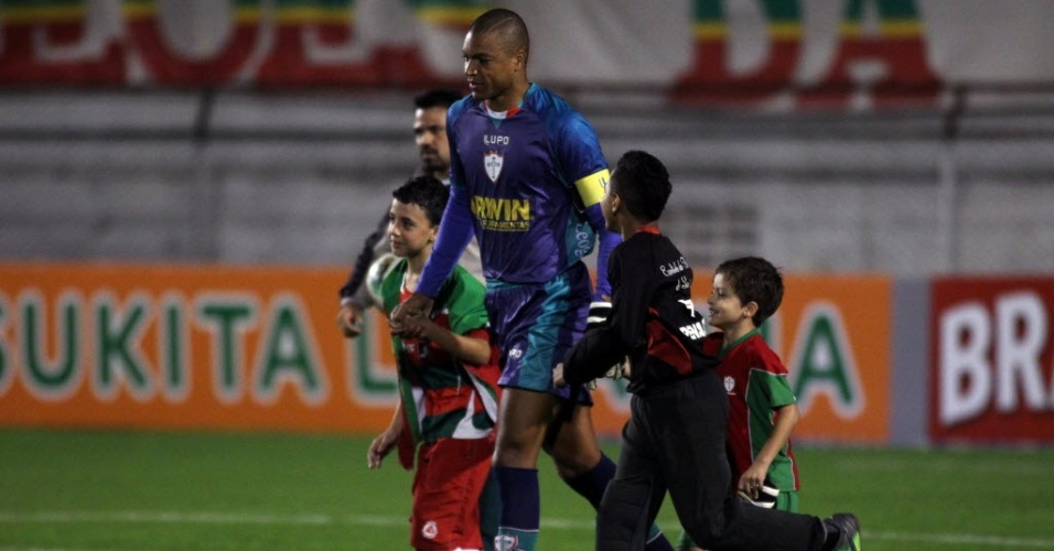 O goleiro Dida faz sua estreia pela Portuguesa na partida deste sábado contra o São Paulo