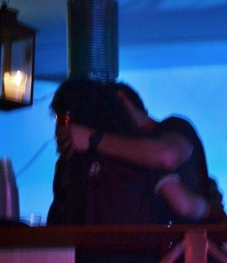 Os atores José Loreto e Débora Nascimento se divertem juntos em camarote de festa de São João na cidade de Gravatá, em Pernambuco (22/6/12)