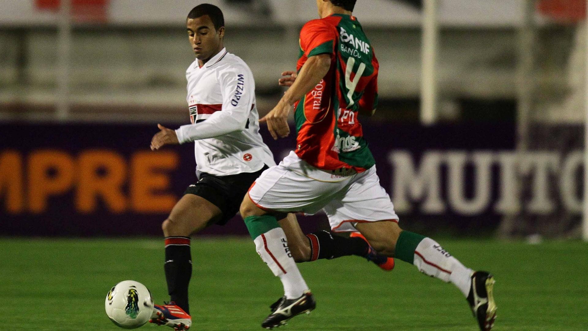 São-paulino Lucas comanda ataque na partida contra a Portuguesa