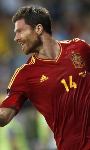 Xabi Alonso comemora seu primeiro gol na Eurocopa-2012, que abriu o placar nas quartas de final