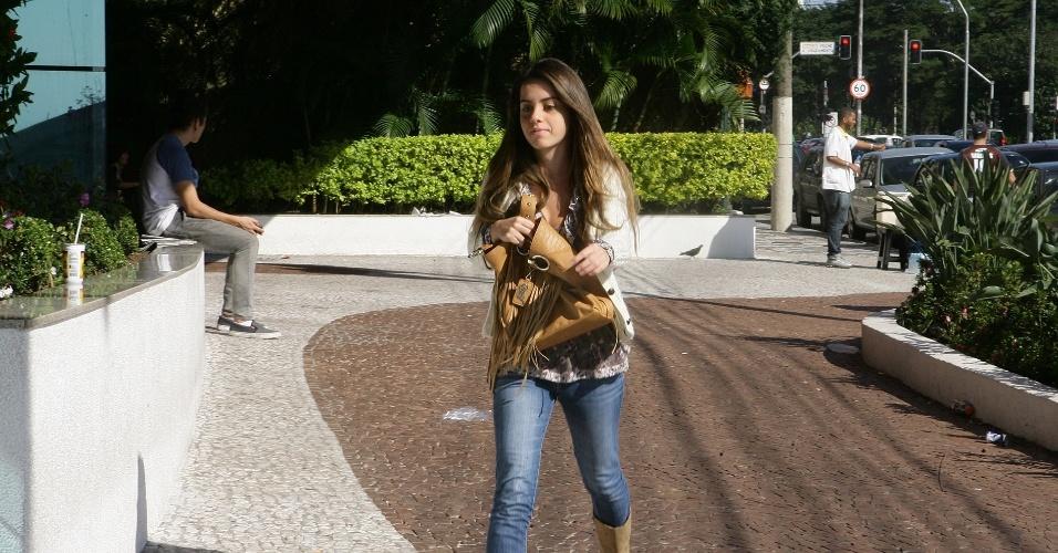 24.jun.2012 - Candidata chega nos últimos minutos para o último dia de provas da segunda fase da Unesp (Universidade Estadual Paulista)