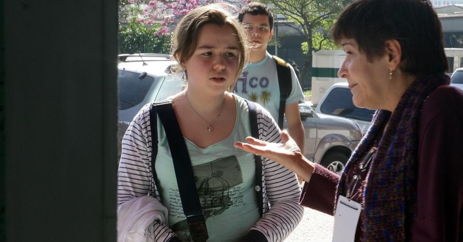 24.jun.2012 - Candidata esquece RG em casa e é informada que não poderá fazer o último dia de provas da segunda fase do vestibular 2012 de inverno da Unesp (Universidade Estadual Paulista)