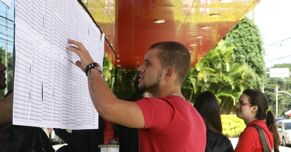 24.jun.2012 - Em domingo de sol em São Paulo, a Unesp (Universidade Estadual Paulista) encerra a segunda fase do vestibular 2012 de inverno. O exame será aplicado das 14h às 18h30
