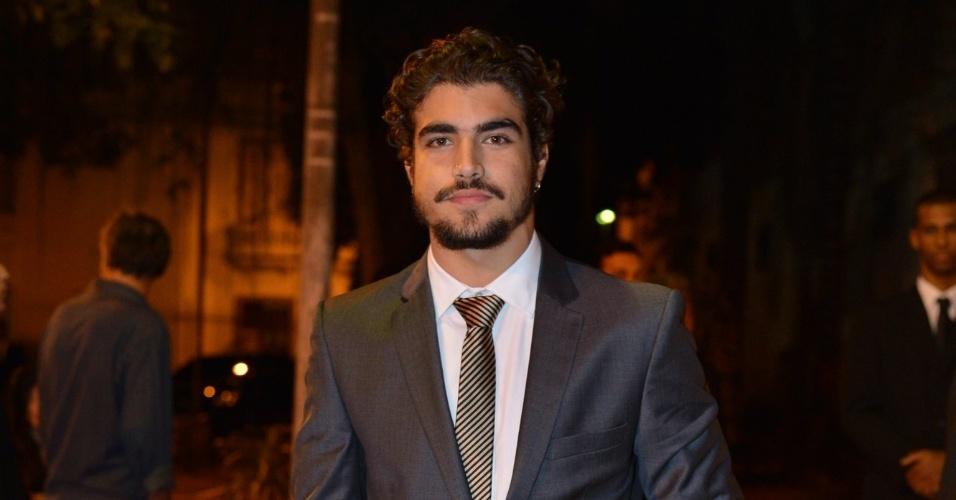 """Caio Castro vai ao casamento de Luma Costa, atriz que viveu Nanda em """"Fina Estampa"""" (23/6/12)"""