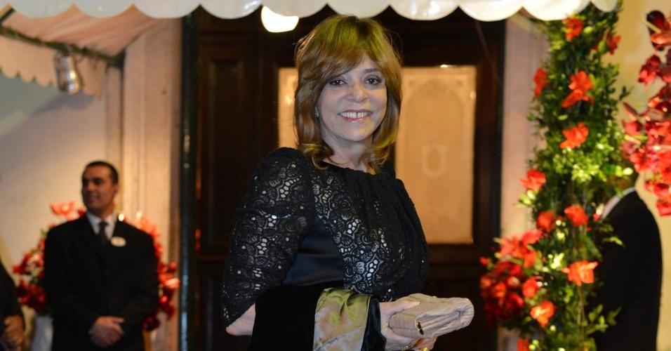 Glória Perez estava entre os convidados do casamento de Luma Costa e Leonardo Martins (23/6/12)