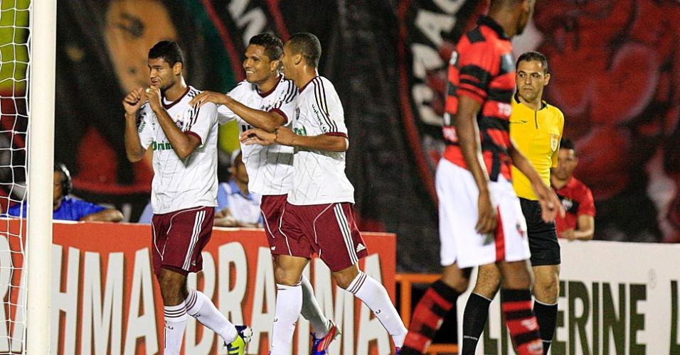 Gum comemora o segundo gol do Fluminense contra o Atlético-GO