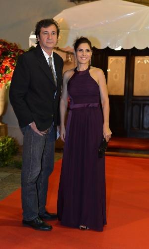 """Helena Fernandes e José Alvarenga no casamento da atriz Luma Costa, a Nanda de """"Fina Estampa"""" (23/6/12)"""