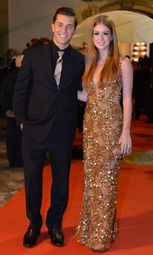 Klebber Toleno e Marina Ruy Barbosa estavam entre os convidados do casamento da atriz Luma Costa, no Rio de Janeiro (23/6/12)