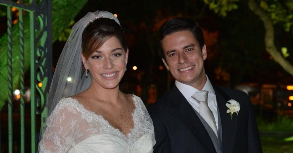 Luma Costa e o noivo Leonardo Martins. O casamento foi realizado na igreja Nossa Senhora de Bonsucesso, no centro do Rio (23/6/12)