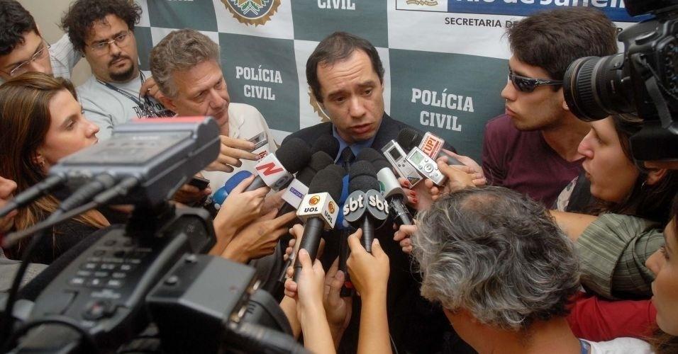 7.jul.2010 - O delegado titular da Divisão de Homicídios do Rio de Janeiro, Felipe Ettore, informou que o atleta do Flamengo está sendo indiciado pelo sequestro de Eliza Samudio. Já em Minas, o indiciamento é por assassinato