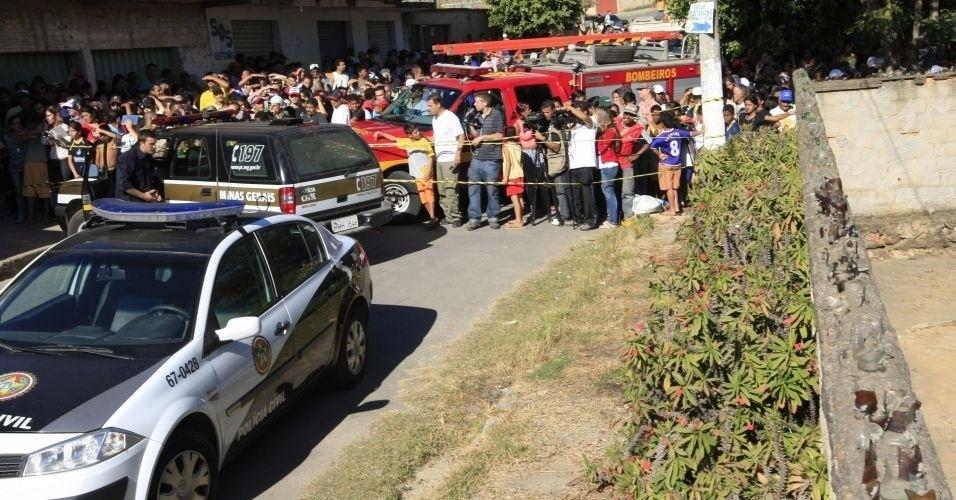 7.jul.2010 - Polícia revista casa onde estaria o corpo de Eliza Samudio, ex-namorada do goleiro Bruno, do Flamengo. A casa fica na cidade de Vespasiano (região metropolitana de Belo Horizonte) e pertenceria a um ex-detetive