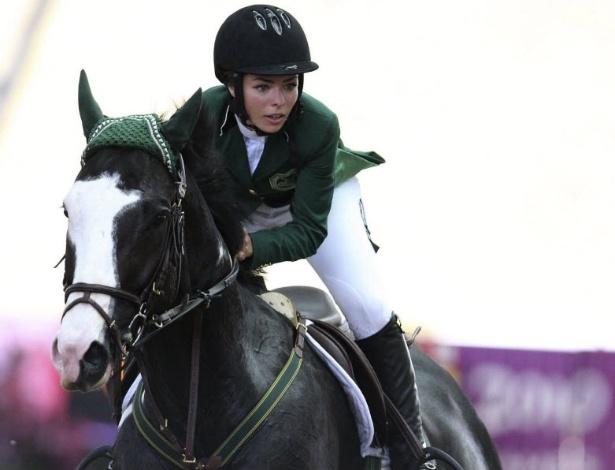 Amazona saudita Dalma Rushdi em ação durante Jogos Olímpicos da Juventude em Cingapura