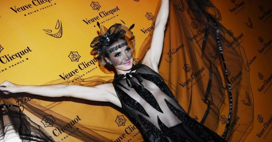 Em 2010, em uma festa de Haloween promovida em São Paulo, Maurren aproveitou a data para brincar com o visual. Usou um look todo preto, com direito a véu e a uma insinuante transparência na frente (22/10/2010)