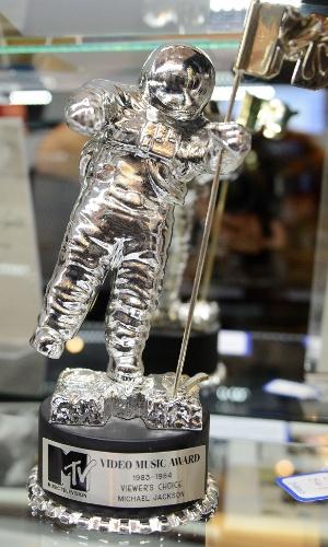 Estatueta da MTV concedida a Michael Jackson é leiloada em Los Angeles (23/6/12)