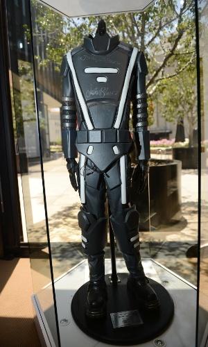Leilão de pecas de famosos em Los Angeles também inclui roupa futurista usada por Justin Bieber (23/6/12)