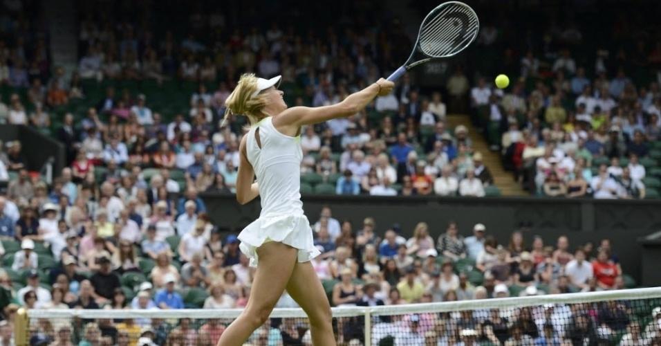 Maria Sharapova ataca Anastasia Rodionova durante vitória na estreia em Wimbledon