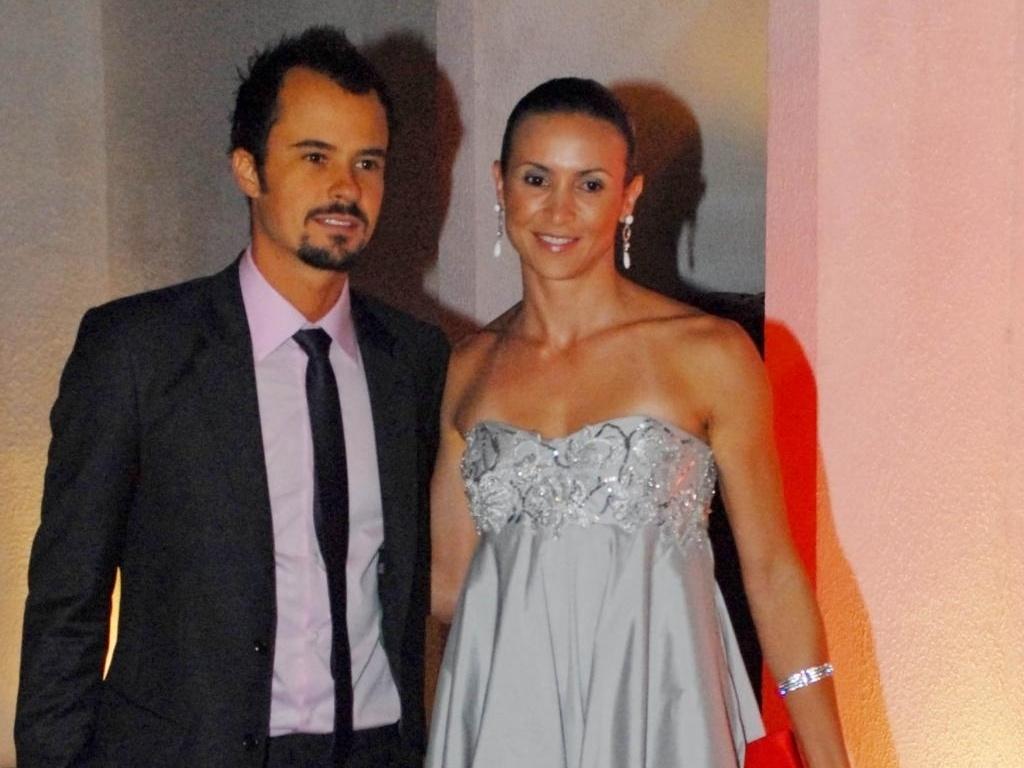 Neste lançamento em 2009, Maurren também optou por um vestido prateado, desta vez com saia bufante e modelo tomara-que-caia (08/12/2009)