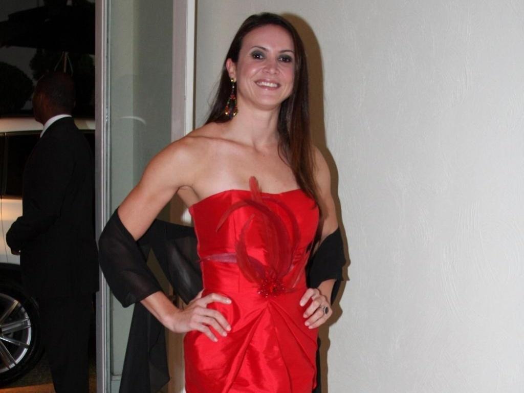 O vermelho, aliás, é uma das cores mais frequentes nos looks de Maurren Maggi, seja nos vestidos, como este supercurto, ou nos acessórios (30/09/2010)