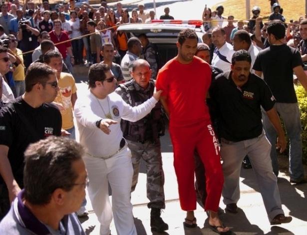 9.jul.2012 - O goleiro Bruno (foto), junto com seus amigos Macarrão e Bola, chegaram por volta de 11h desta sexta-feira (9) ao Departamento de Investigações da Polícia Civil de Minas Gerais, em Belo Horizonte