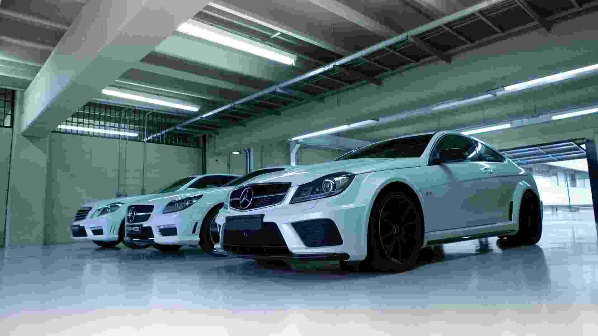 A Mercedes-Benz organizou em 26/6/2012 um encontro no autódromo de Interlagos para comemorar os 45 anos da AMG, divisão esportiva que hoje é parte do grupo Mercedes e desenvolve produtos autonomamente; em 2011, 20 mil carros com essa grife foram emplacados no mundo - Divulgação