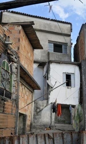 Casa onde o goleiro Bruno nasceu e foi criado pela avó na favela Santa Matilde, em Ribeirão das Neves, região metropolitana de Belo Horizonte