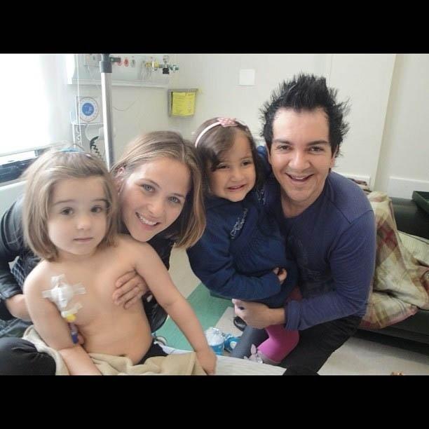Filhas de Régis Danese e Luiza Valdetaro se encontram no hospital (25/6/2012)
